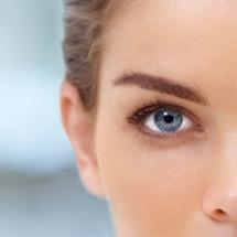 сделать кожу вокруг глаз гладкой, сияющей и молодой